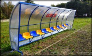 Stadion gminny w Strońsku - wiata dla zawodników rezerwowych drużyny gości