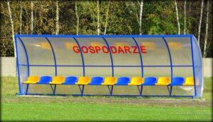Stadion gminny w Strońsku - wiata dla zawodników rezerwowych drużyny gospodarzy